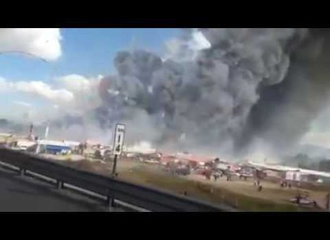 Town of Mexico which suffered fireworks explosion honors the victims with another pyrotechnic show